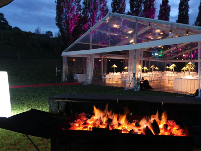 Barbecue pronto per la cottura a vista, con immagine struttura trasparente