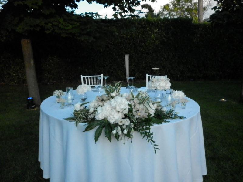 Tavolo rotondo per sposi  con punti luce